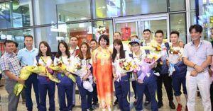 Clip: Trải lòng của 'những VĐV vàng SEA Games' khi xuống sân bay