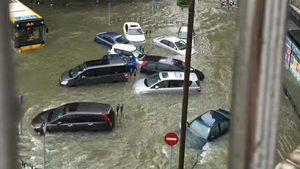 Siêu bão Hato quét qua Trung Quốc, những gì còn lại là đổ nát và thương vong