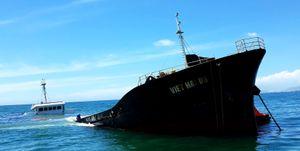 Cận cảnh con tàu chở 3.000 tấn thép chìm ở biển Ninh Chữ