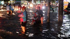 TP.HCM: Mưa cực lớn 'nhấn chìm' nhiều tuyến đường phía Nam