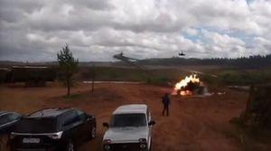Tai nạn hi hữu, trực thăng Ka-52 'cướp cò' phóng tên lửa vào khán giả