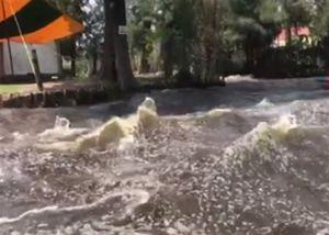 Động đất Mexico khiến sông nổi sóng cuồn cuộn
