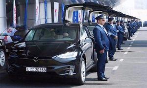 'Phát thèm' với dàn ôtô Tesla tiền tỷ được làm taxi