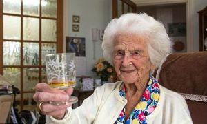 Bí quyết sống thọ cực độc của cụ bà 111 tuổi người Anh