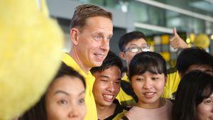Huyền thoại Dortmund gửi lời chào tiếng Việt khi đến Việt Nam