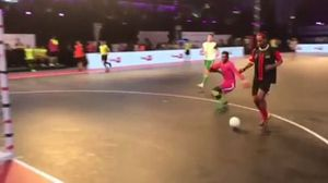 Ronaldinho ghi bàn cực đỉnh trên sân futsal