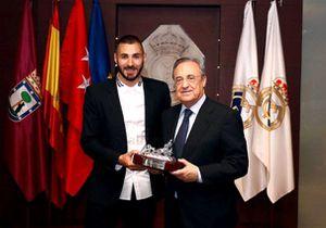 Benzema xuất hiện lịch thiệp trong ngày kí hợp đồng mới