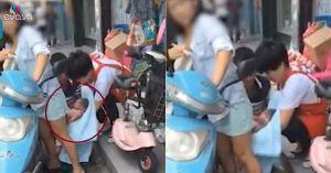 TQ: Mẹ đẻ rơi con khi đang đi xe máy, người đi đường không nhắc thì cũng không biết