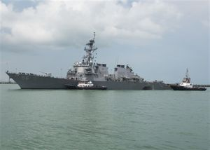 Tàu chiến tàng hình Mỹ phải bật máy định vị để tránh va chạm