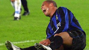 Ronaldo 'béo' gào khóc trong đau đớn - khoảnh khắc khiến triệu trái tim yêu anh tan nát