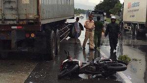 Hai sinh viên thương vong sau va chạm với xe container