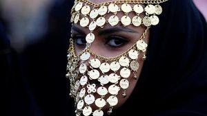Sóng ngầm sau lớp mạng che mặt của những cô gái Ả Rập Saudi