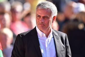 Mourinho cố tình chịu phạt để câu giờ cho học trò?
