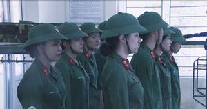 Bị chỉ huy kiểm tra, Hương Giang chăm chỉnhất cũng chỉ thuộc được nửa bài