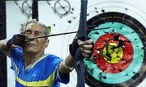 'Cung thủ' 86 tuổi ở Sài Gòn khiến nhiều người ngỡ ngàng