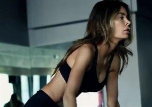 Cô gái bại não khỏe đẹp quyến rũ nhờ gym
