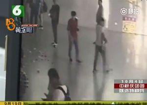 Thanh niên Trung Quốc rải tiền ở nhà ga vì chia tay bạn gái