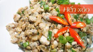 Hến xào xúc bánh tráng món ăn dân dã miền Trung