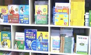 Sách lậu, nguồn tri thức 'vụng trộm' khó xử lý