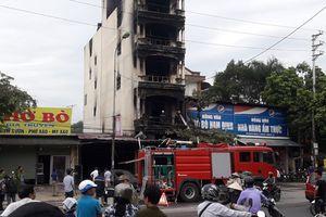 Người đầu tiên xông vào cứu nạn nhân bị mắc kẹt trong ngôi nhà cháy tại thị trấn Xuân Mai