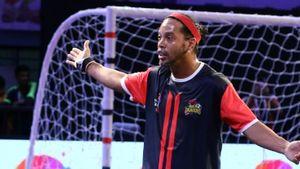 Ronaldinho biểu diễn kĩ thuật futsal thượng thừa