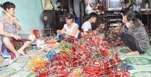Hồi sinh xóm lồng đèn giấy kiếng Phú Bình