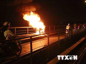 Hà Nội: Lại xảy ra vụ cháy xe máy ngay trên cầu Long Biên