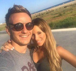 Nhờ nghe lời vợ, sao Barca thoát nạn trong vụ khủng bố