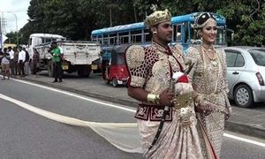 Chuyện lạ hôm nay: Cô dâu đối mặt án tù 10 năm vì... đám cưới 'khủng'