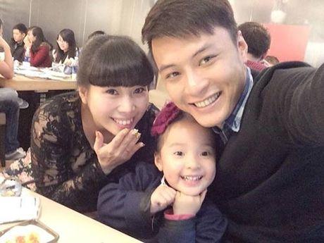 Gia dinh hanh phuc cua nam dien vien dien trai Hong Dang - Anh 1