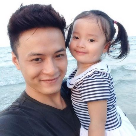 Gia dinh hanh phuc cua nam dien vien dien trai Hong Dang - Anh 7