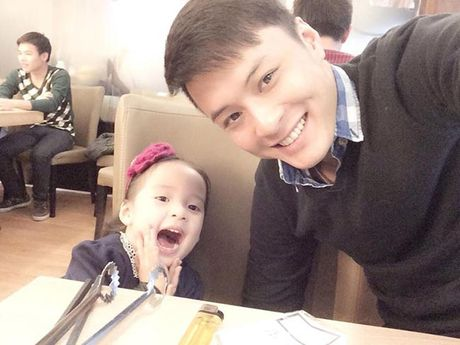 Gia dinh hanh phuc cua nam dien vien dien trai Hong Dang - Anh 8