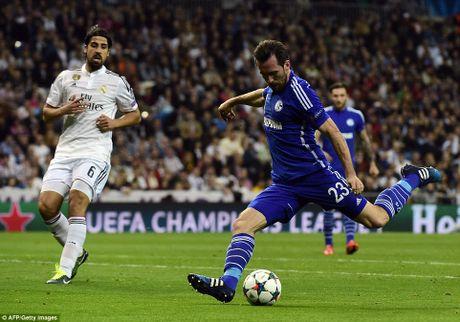 Can canh Real Madrid guc nga truoc Schalke ngay tai Bernabeu - Anh 1