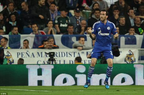 Can canh Real Madrid guc nga truoc Schalke ngay tai Bernabeu - Anh 2