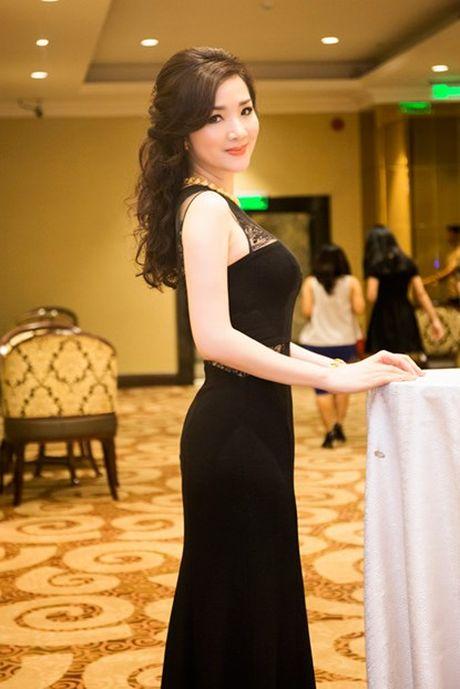 Hoa hau Giang My dien vay nua kin, nua ho du su kien - Anh 5