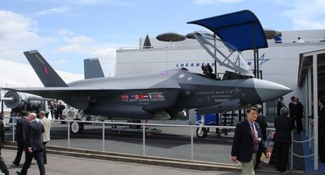 "Tin ""soc"", sieu tiem kich F-35 khong mang duoc bom thong minh - Anh 1"