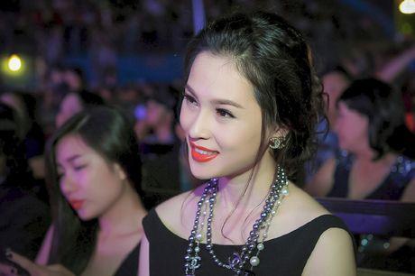 A hau trang suc Thai Nhu Ngoc khoe lung tran quyen ru - Anh 7