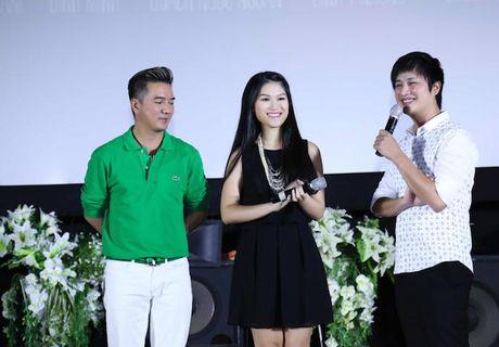 Dam Vinh Hung an dien banh bao ben con gai nuoi Ngoc Thanh Tam - Anh 13