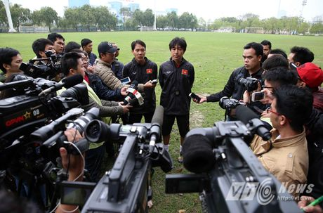 Khi nguoi dep yeu U23 Viet Nam chang kem U19 - Anh 18