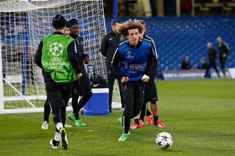 Chelsea, Bayern tu tin truoc luot ve knock-out Champions League - Anh 10