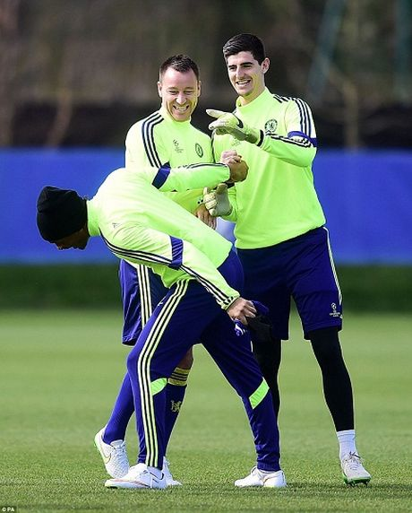 Chelsea, Bayern tu tin truoc luot ve knock-out Champions League - Anh 7