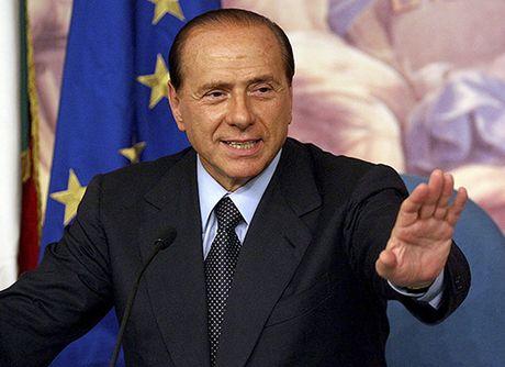 Cuu Thu tuong Berlusconi trang an trong be boi tinh duc - Anh 1