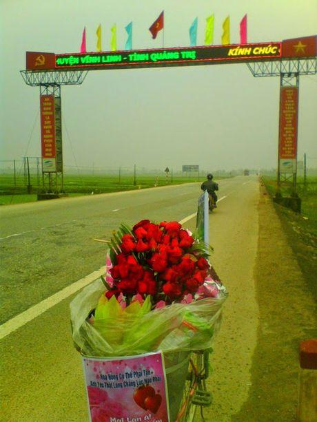 Dap xe 1.071 km tu Nam Dinh mang theo 99 doa hong vao tham nguoi yeu tai Gia Lai - Anh 3