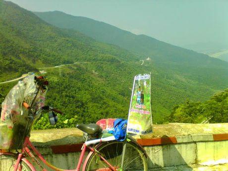 Dap xe 1.071 km tu Nam Dinh mang theo 99 doa hong vao tham nguoi yeu tai Gia Lai - Anh 4