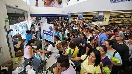 Venezuela dang lao nhanh den khung hoang no - Anh 2