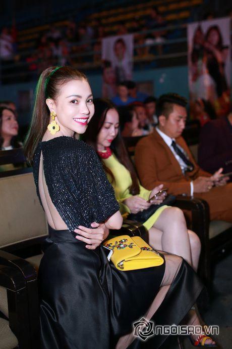 Tra Ngoc Hang dien 'cay' hang hieu di su kien cung chi gai - Anh 11