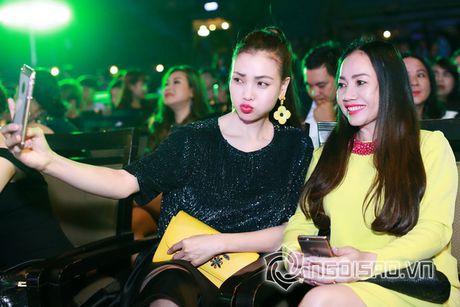 Tra Ngoc Hang dien 'cay' hang hieu di su kien cung chi gai - Anh 12