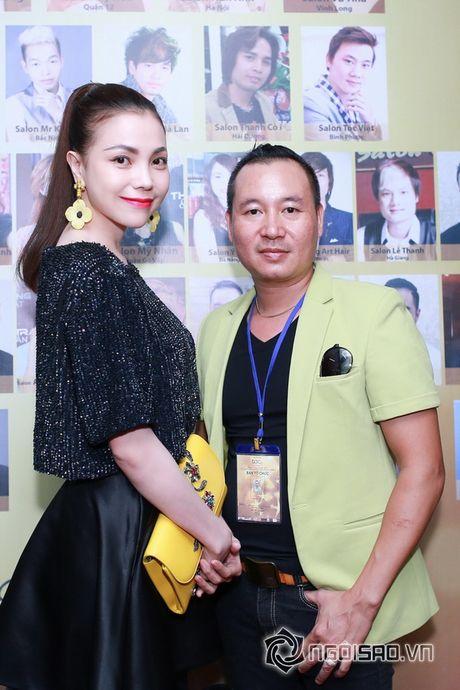Tra Ngoc Hang dien 'cay' hang hieu di su kien cung chi gai - Anh 2