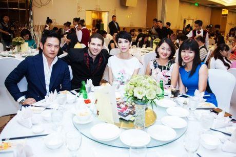 """Xuan Lan tu tin """"do sac"""" ben canh nguoi dep den Hung Giang My - Anh 8"""