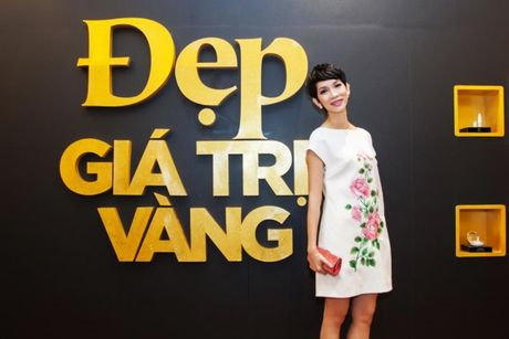 """Xuan Lan tu tin """"do sac"""" ben canh nguoi dep den Hung Giang My - Anh 5"""